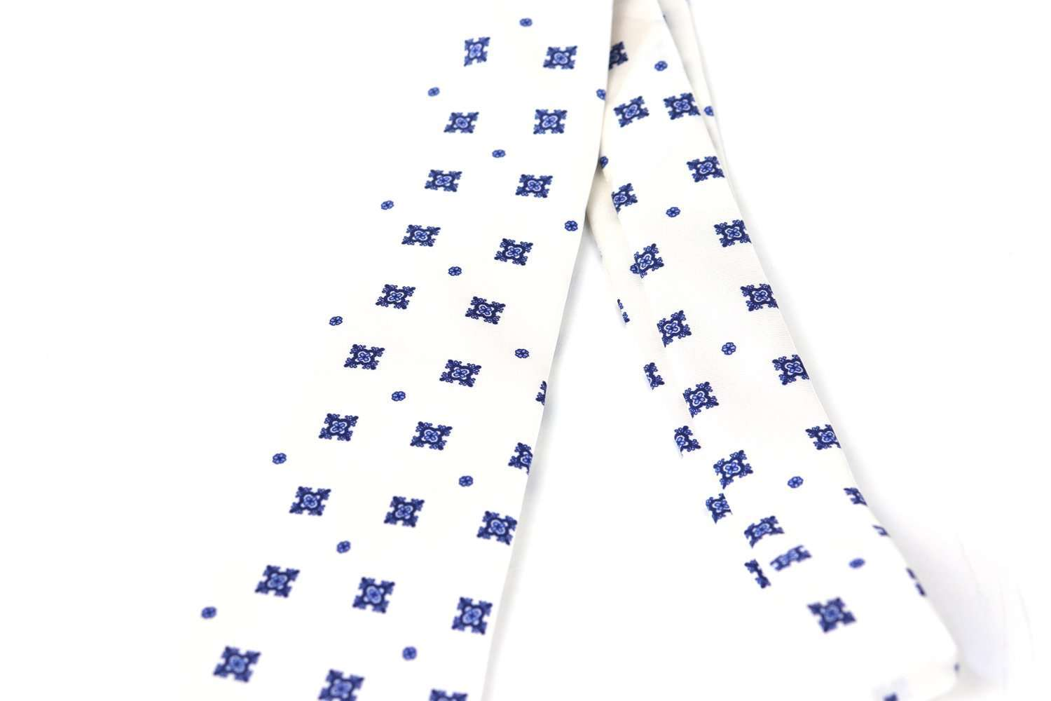 Luxury Silk Italian Tie - White with blue Medallions